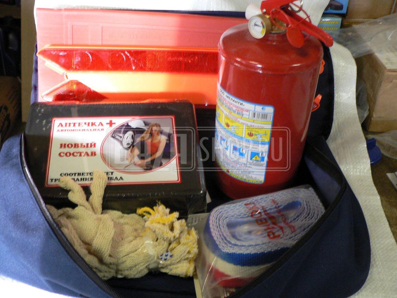 4d0c898f80ca Набор автомобилиста в сумке ОП2- (аптечка, огнетушитель, трос, знак  аварийный)